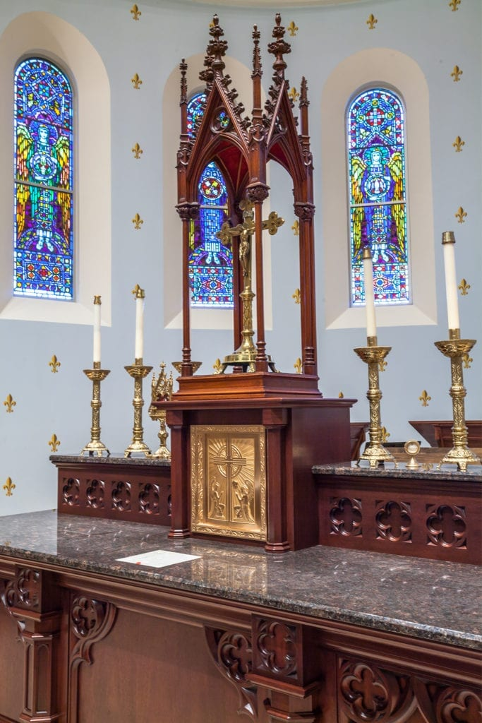 Wooden altar with marble top 3