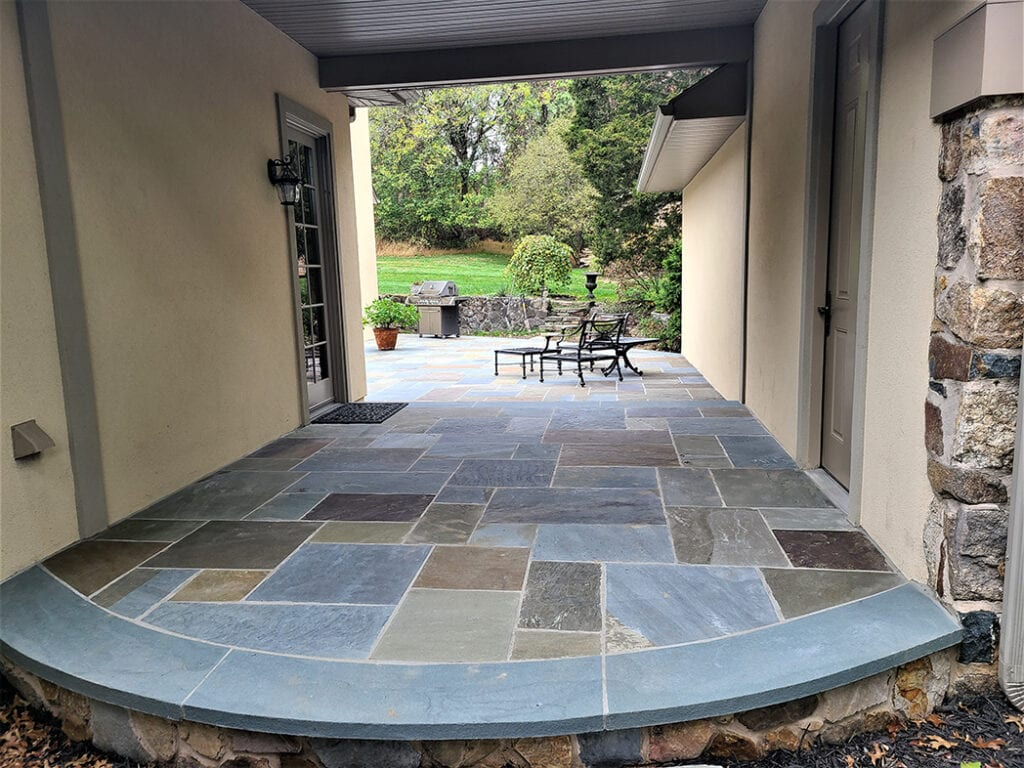 Outdoor patio with sitting wall