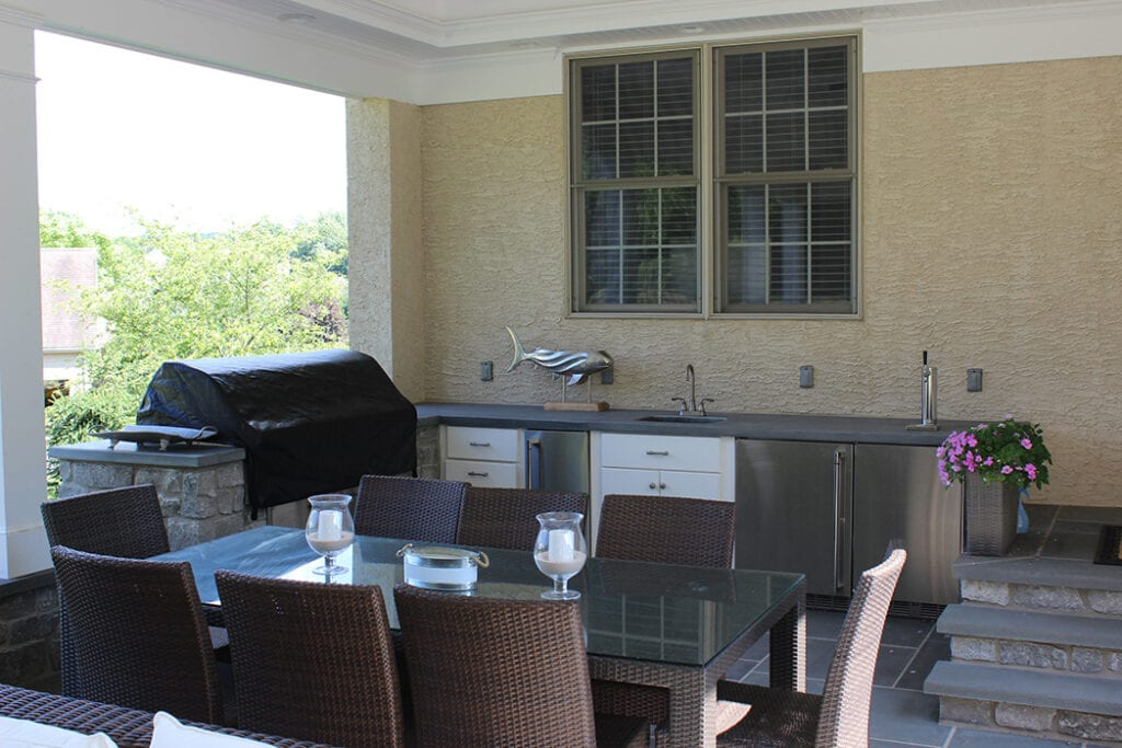 Flagstone patio and outdoor kitchen with grill, sinks, and refrigeration