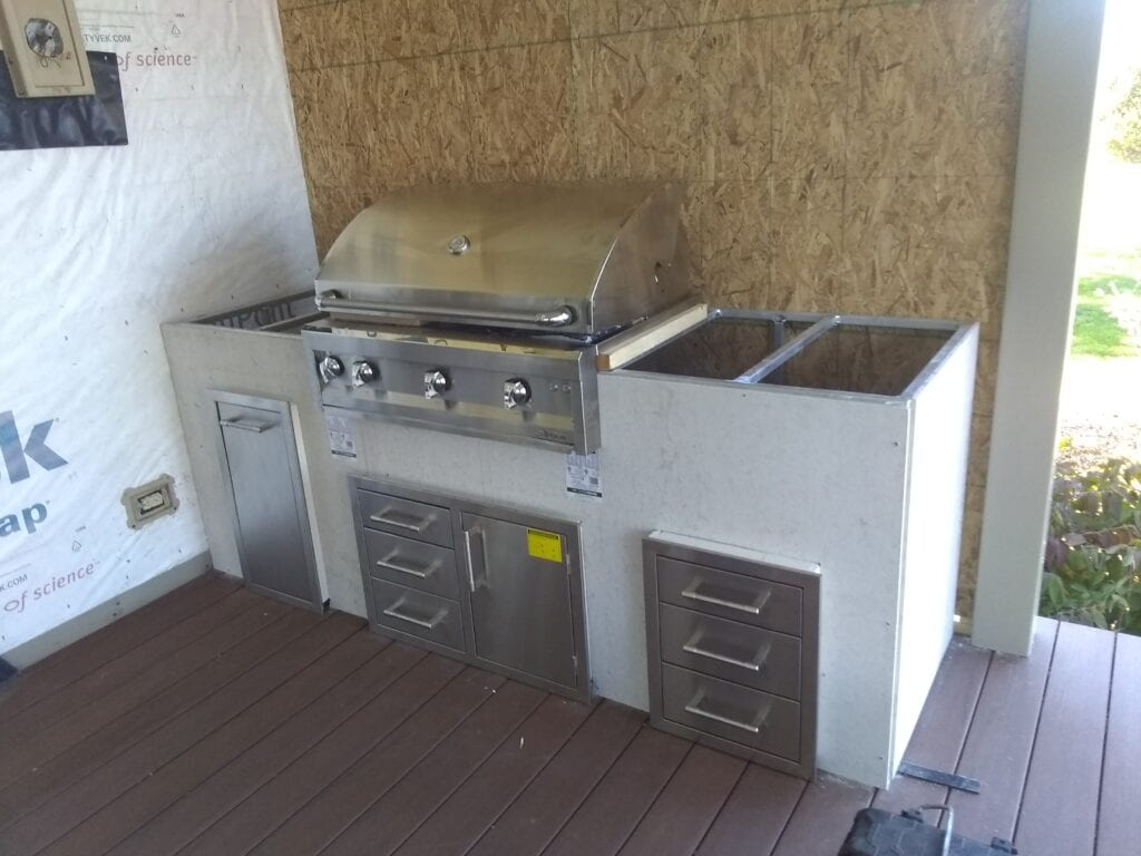 building outdoor kitchen with grill