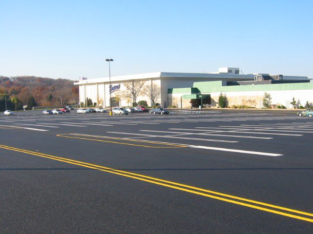 Newly repaved PA shopping center parking lot by Lyons & Hohl Paving